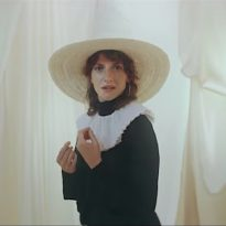 ALDOUS HARDING ANNOUNCES NEW ALBUM COMPLETE WITH IDIOSYNCRATIC NEW SINGLE & VIDEO