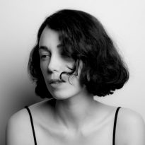 WITH NUANCE AND PRECISION, KELLY LEE OWENS RETURNS WITH TWO SUPERB NEW TRACKS